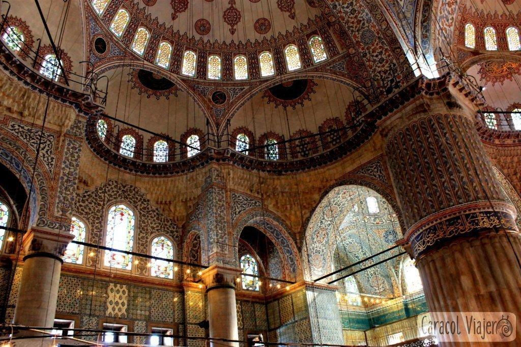 qué-visitar-en-Estambul-Mezquita-Azul-Interior