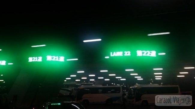 Carril taxis en el aeropuerto de Suvarnabhumi, Bangkok