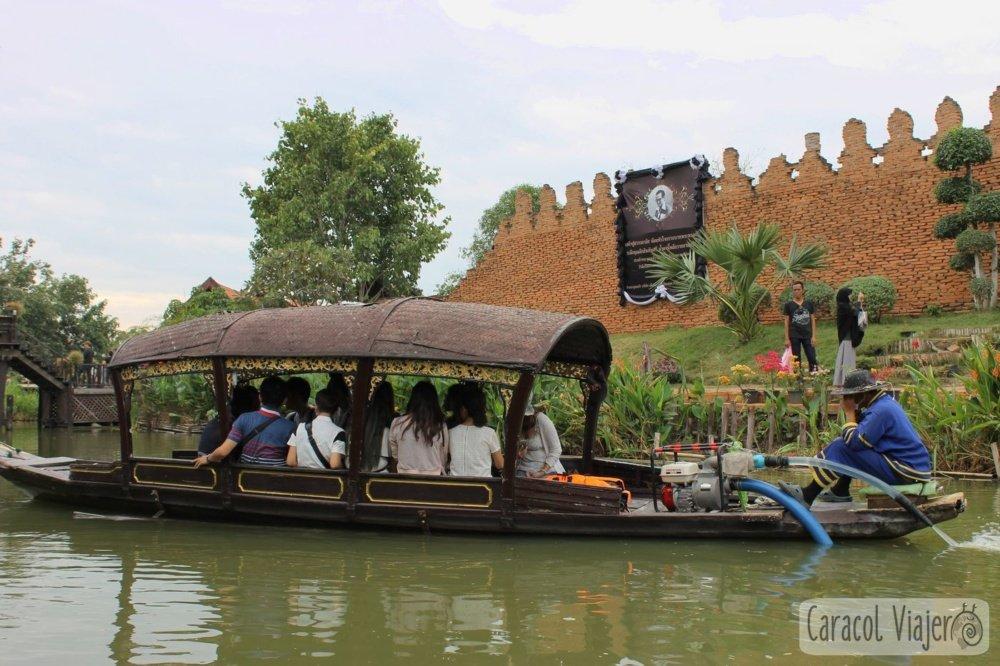Barca del mercado flotante de Ayutthaya