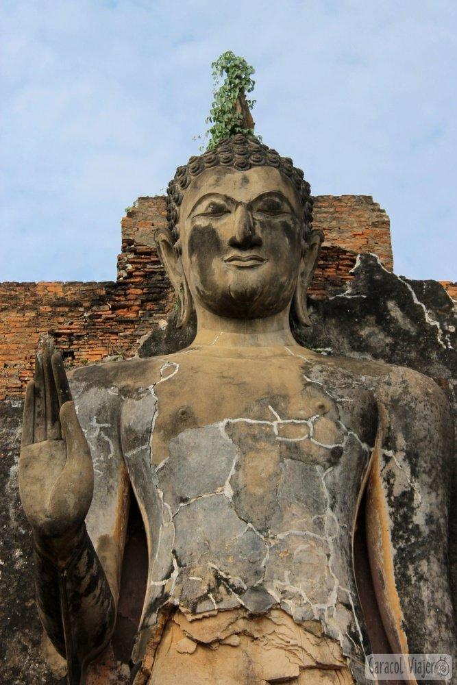 Buda en Wat saphan hin, Sukhothai Tailandia.