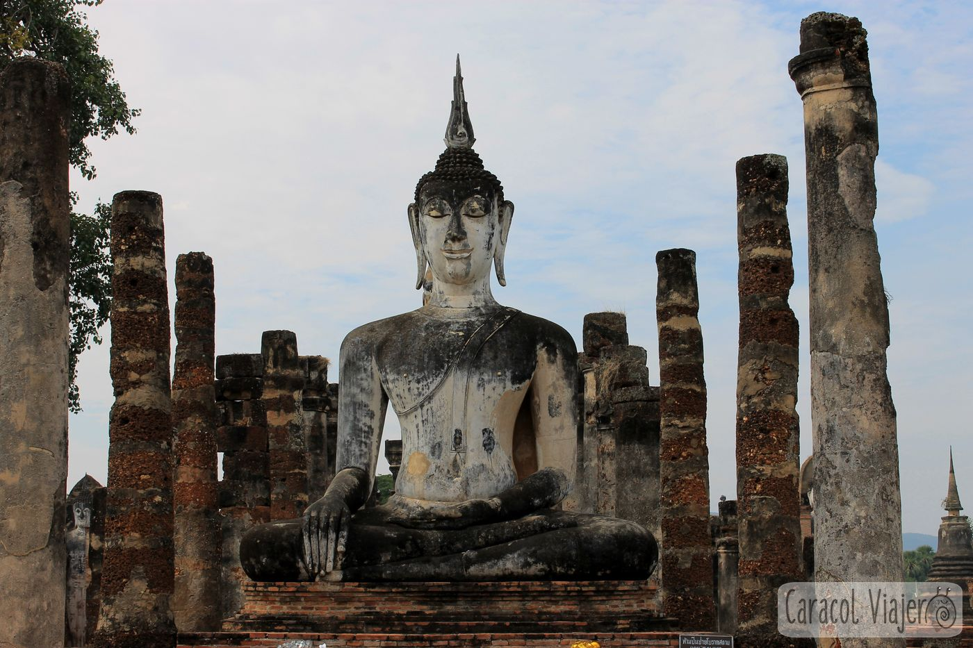 Buda en Wat Sa Si Sukhothai, Tailandia