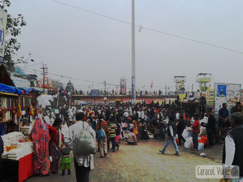 Bazar a orillas del Ganges en Haridwar