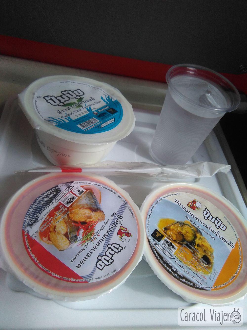 comida del tren a Phitsanulok, Tailandia