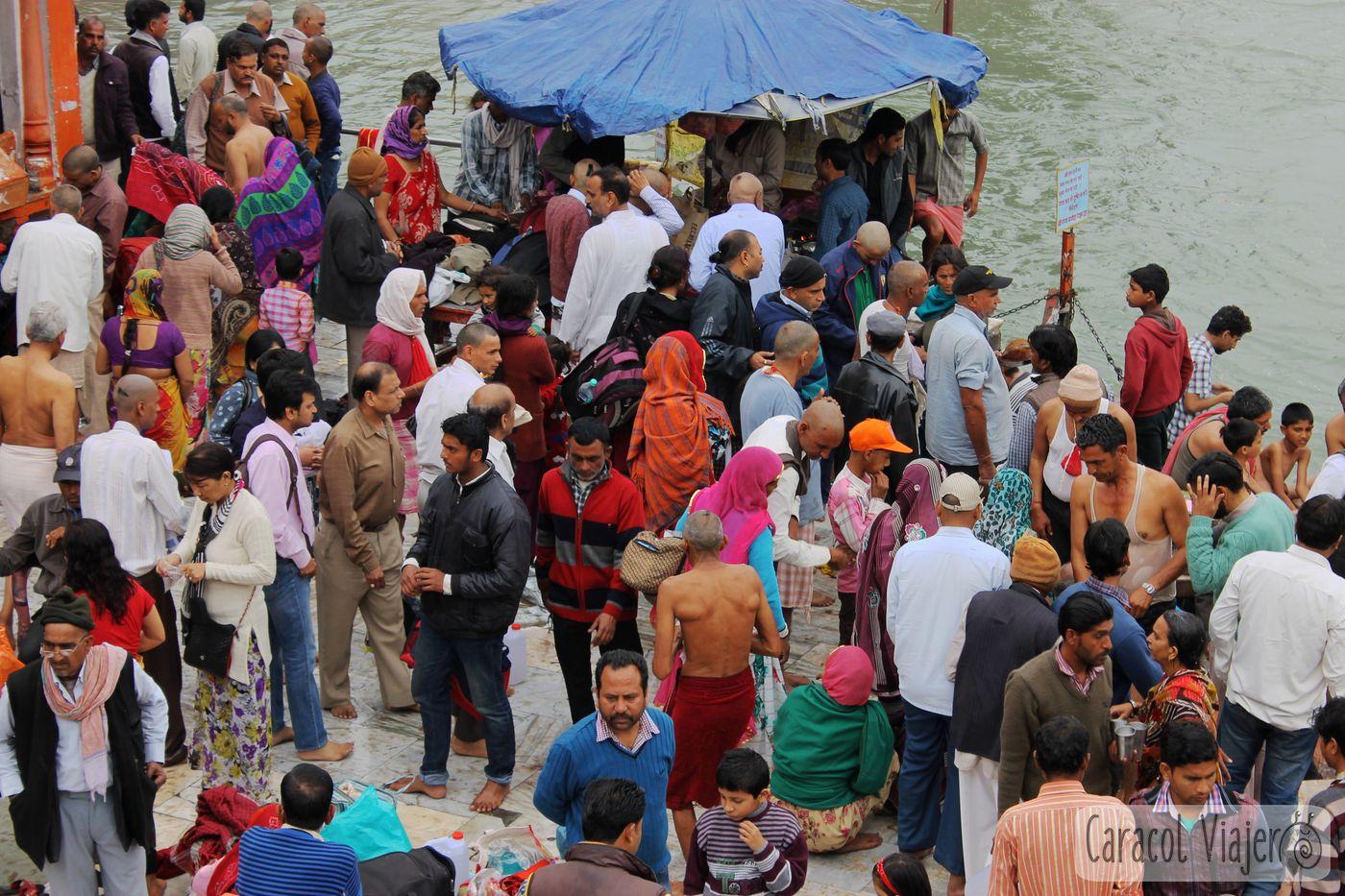 India , Haridwar. Peregrinos en Har-Ki-Pauri