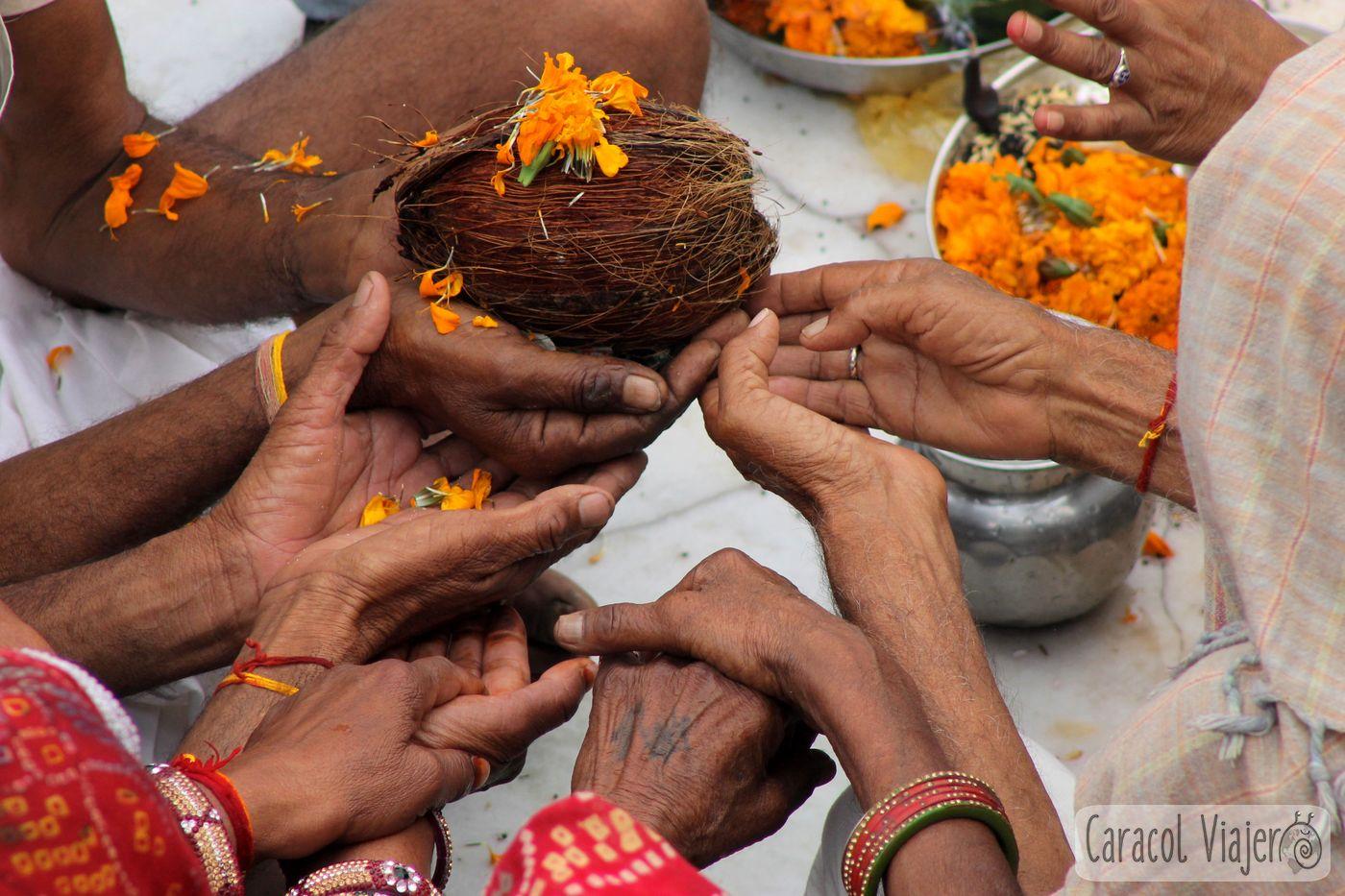 Práctica del Aarti en Haridwar