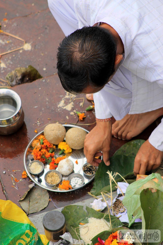 Práctica del Aarti, Haridwar.