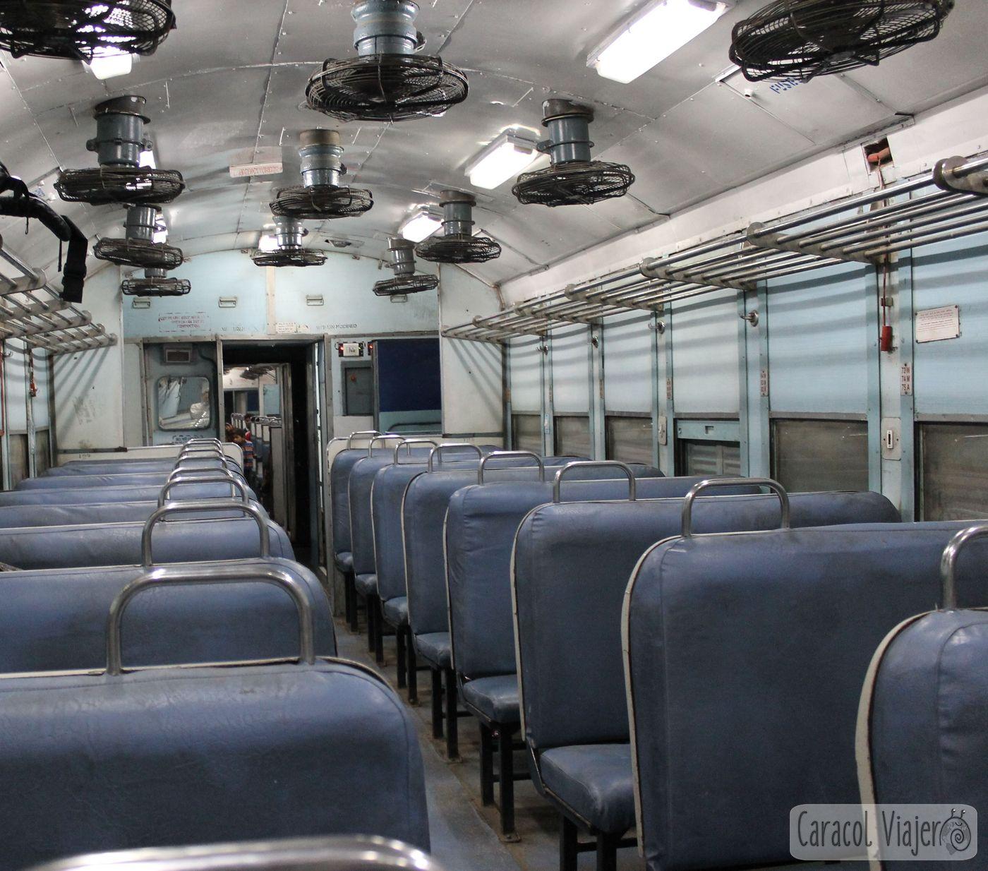 Segunda clase con ventilador, trenes India
