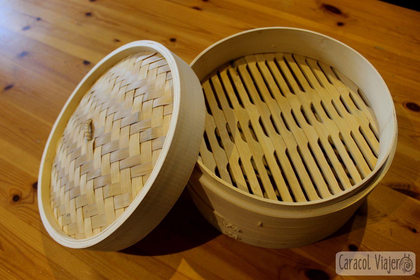 Canasta de bambú para dim sum de cerdo y bambú