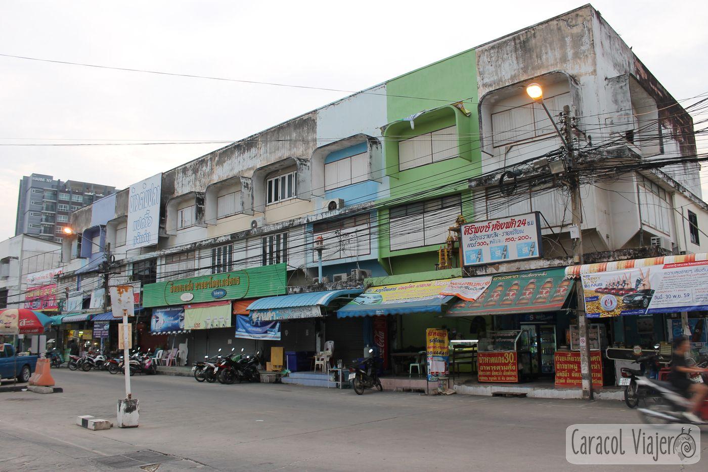Phitsanulok, inmediaciones estación buses. Tailandia