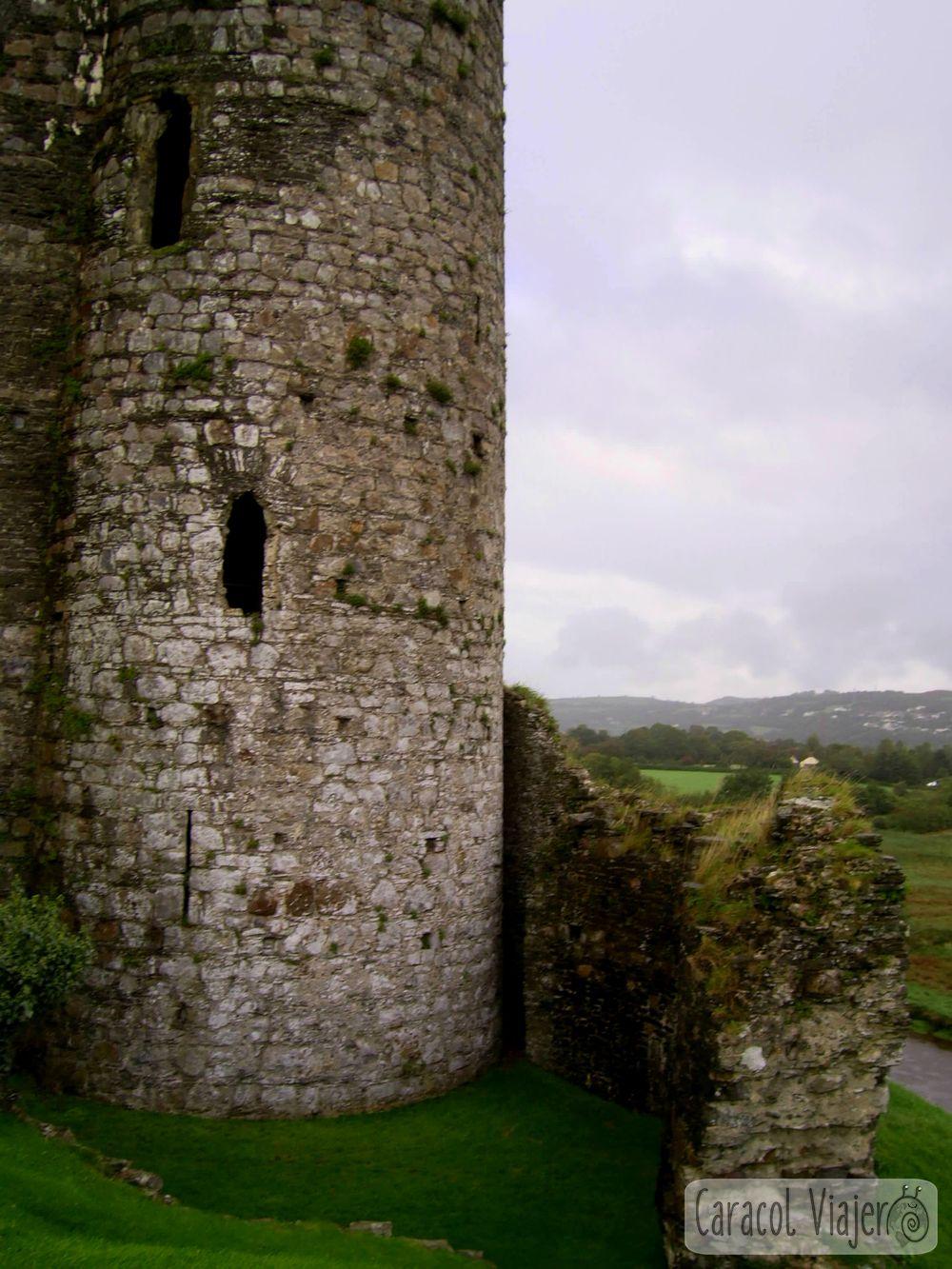 Torre del castillo Kidwelly en Gales