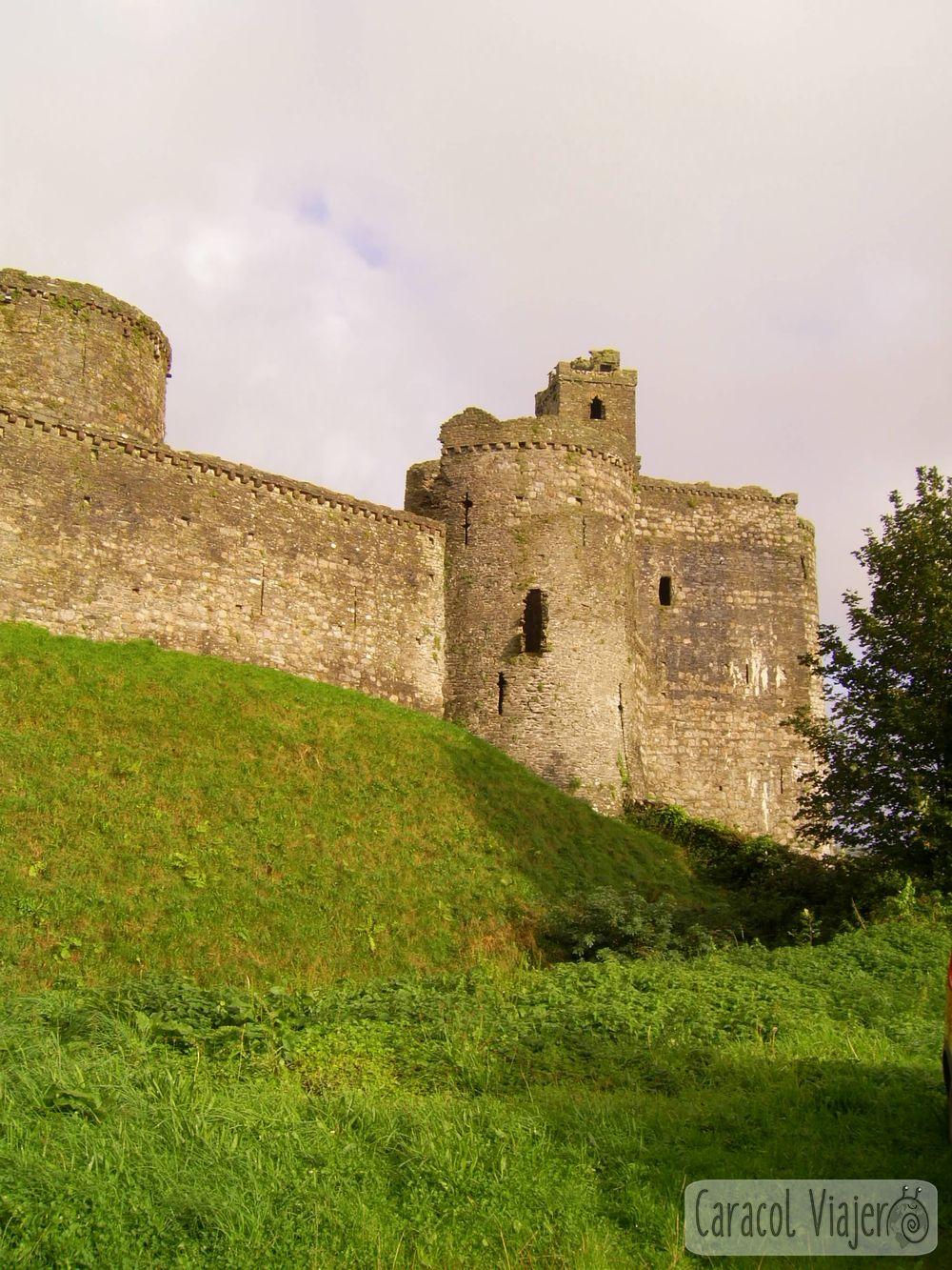 Vistas al castillo de Kidwelly en Gales