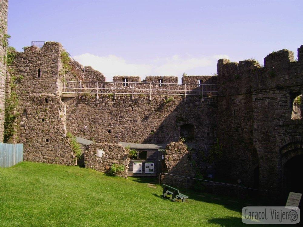 Oystermouth Castle puertas de acceso al castillo