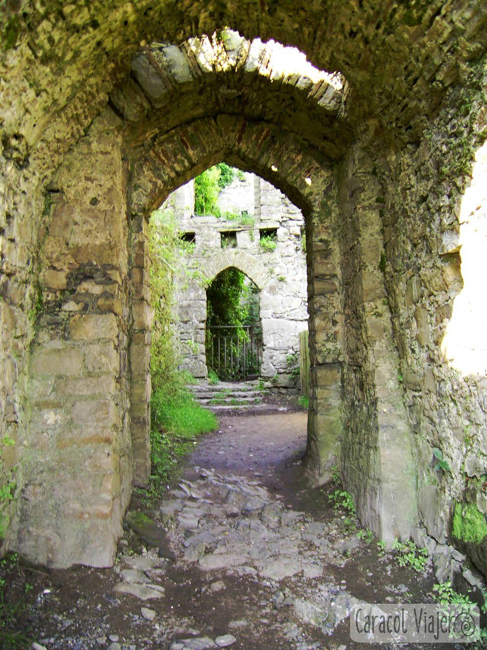 Oystermouth interior del castillo, Gales
