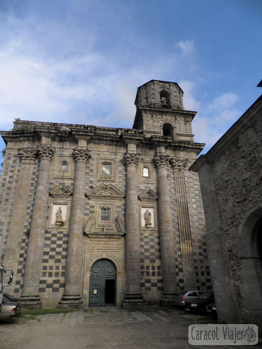 Puerta del Monasterio de Monfero en Fragas do Eume, Galicia