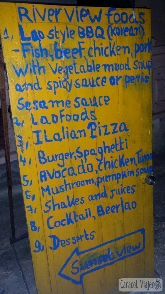 Cartel de comida peculiar en Laos