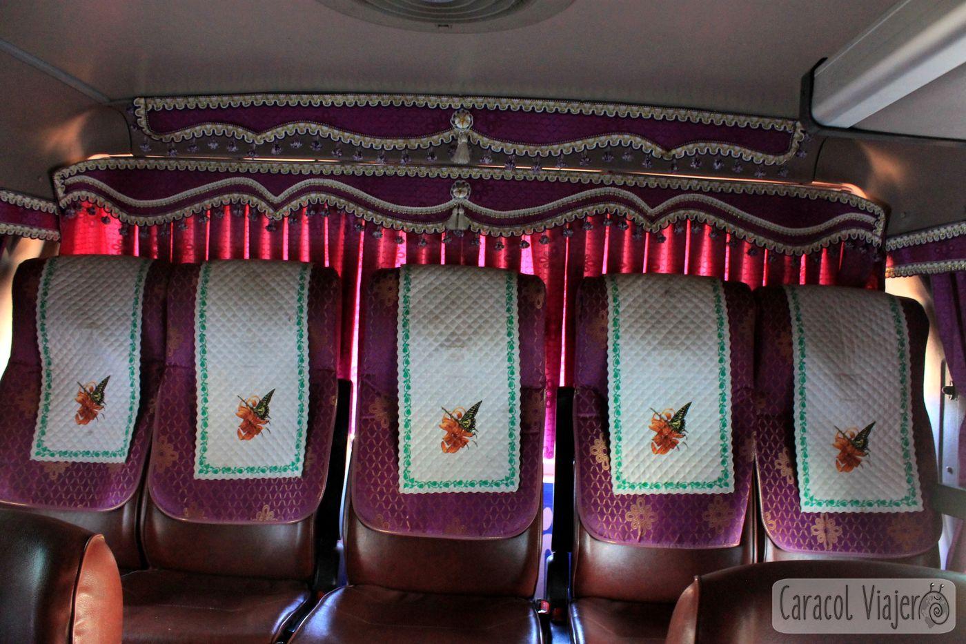 Interior bus en Laos