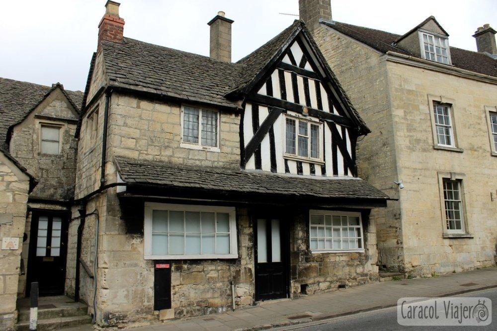 Casa típica de Painswick en la campiña inglesa- ruta al castillo de Sudeley