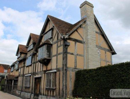 Stratford: lugar de nacimiento y tumba de Shakespeare