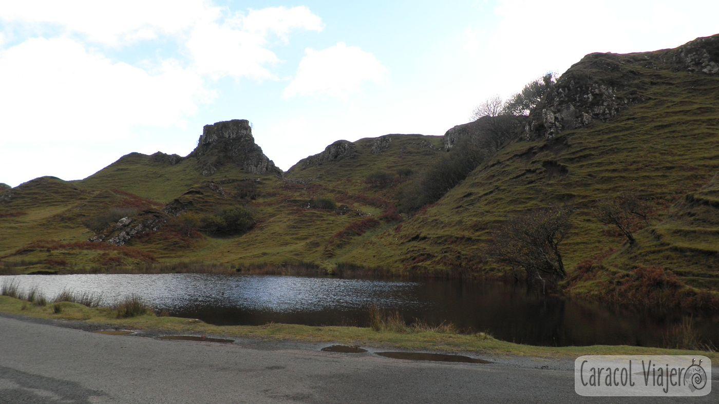 Lago de Fairy Glen, en miniatura. Escocia.