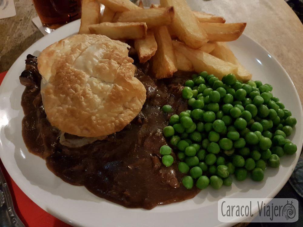 La cena de pastel de carne en Chipping Camden