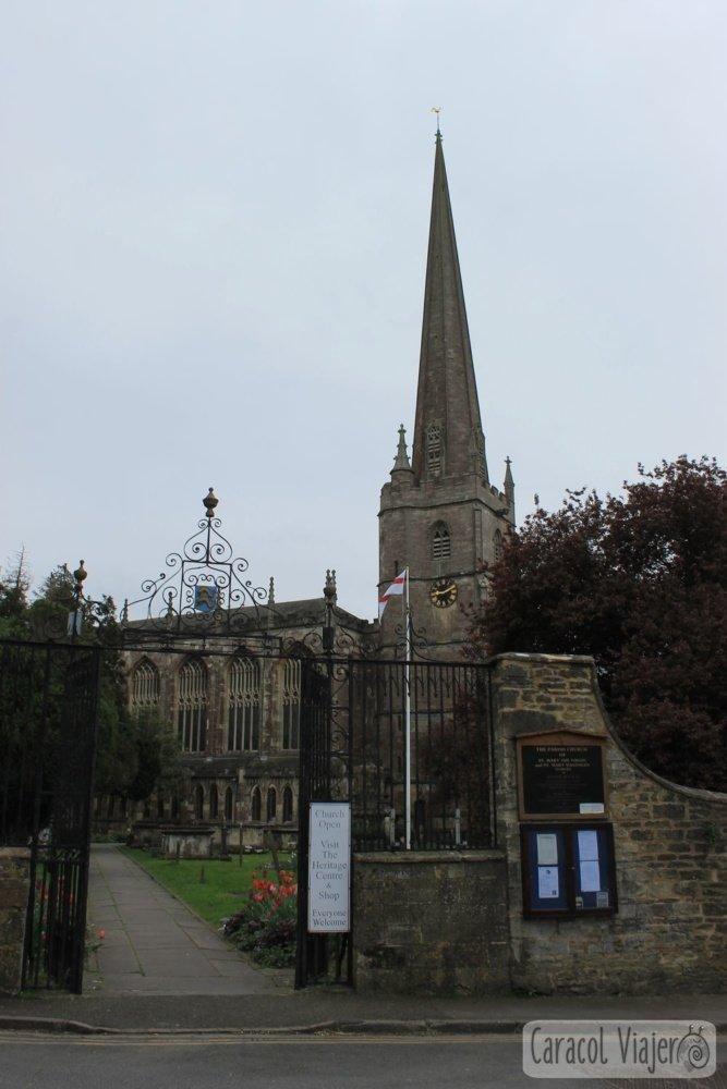 Iglesia de Santa María en Tetbury, campiña inglesa