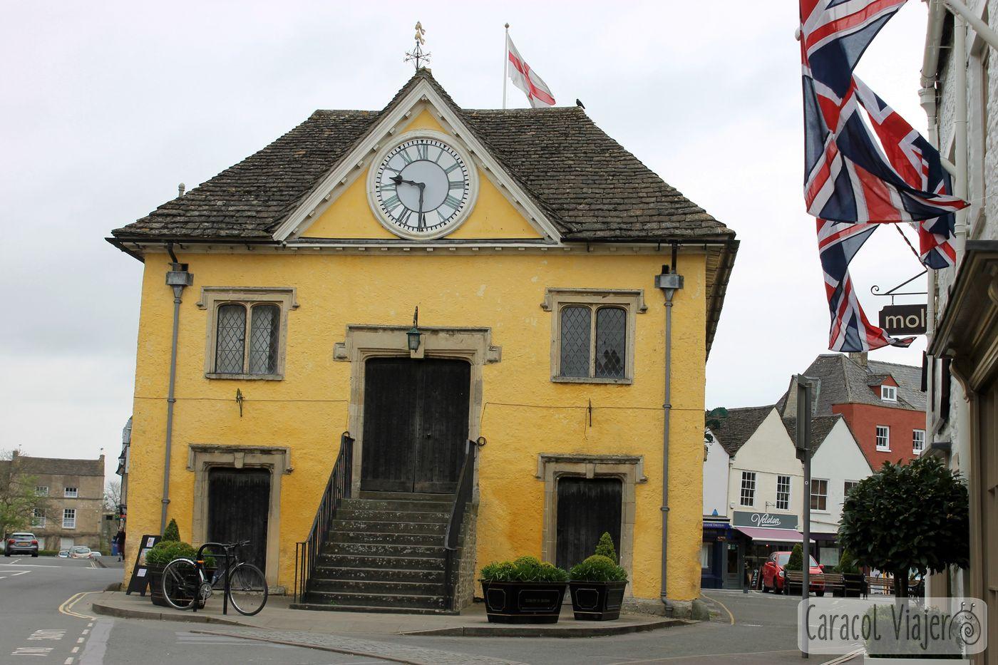 Reloj del Market Hall en Tetbury,ruta al castillo de Sudeley