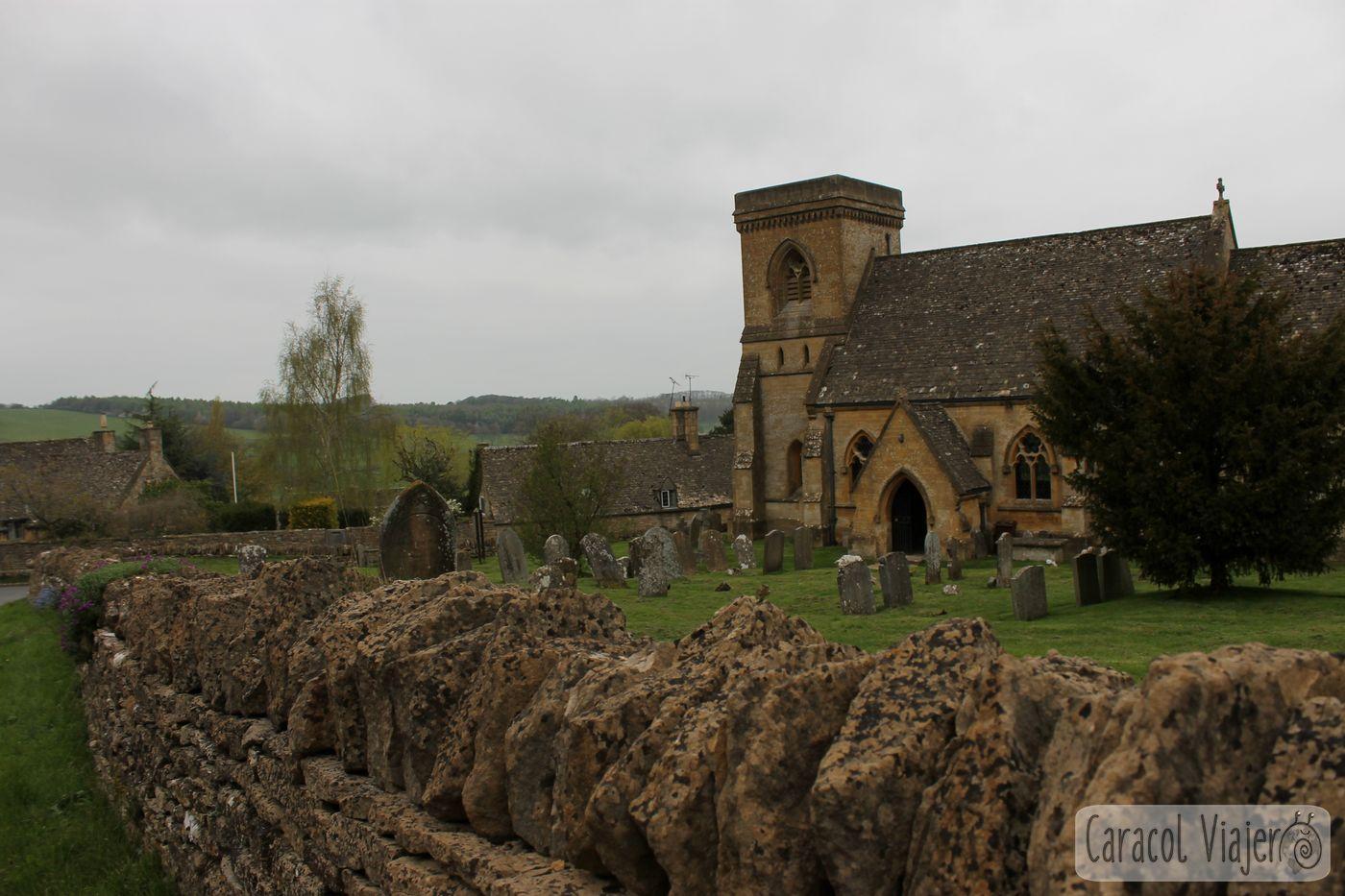 Iglesia de Snowshill en la campiña inglesa