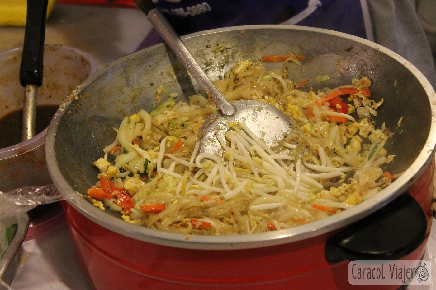 Pad Thai wok preparación