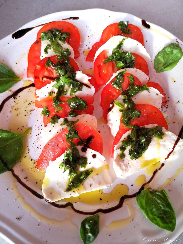 ensalada de tomate, albahaca