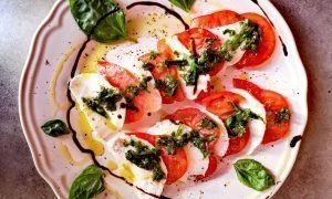 Ensalada de tomate, albahaca, mozzarella | La Caprese