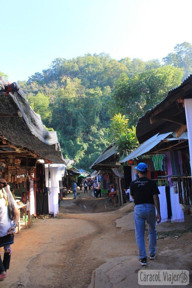 visitar la aldea de las mujeres jirafa