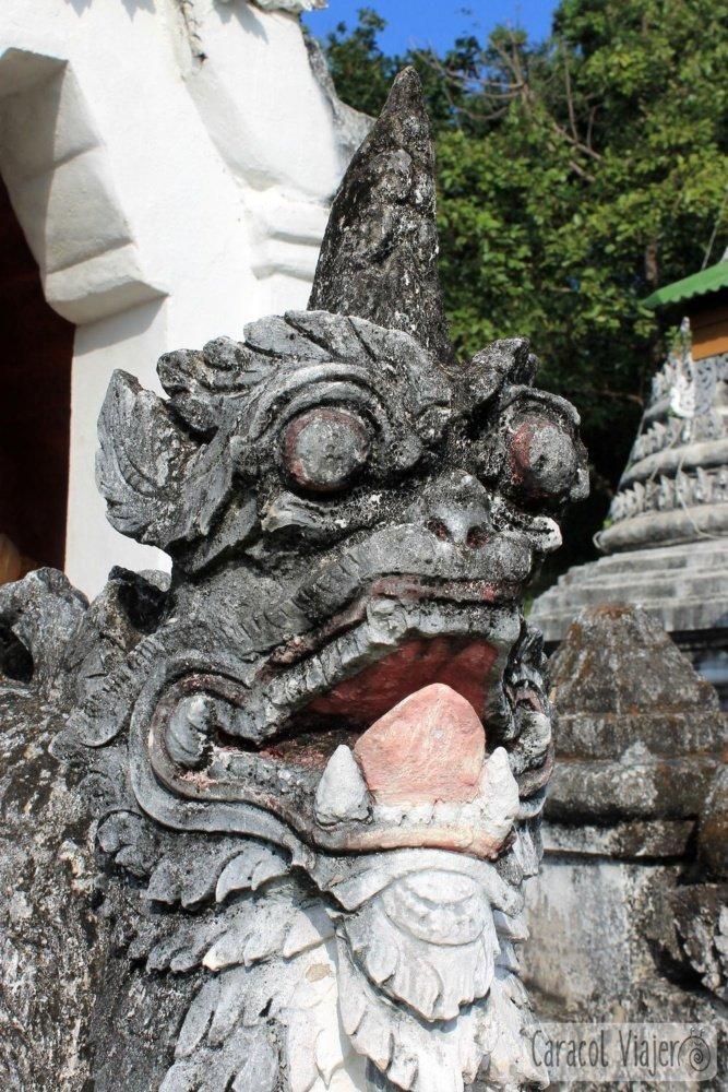 Wat Muai To y sus leones