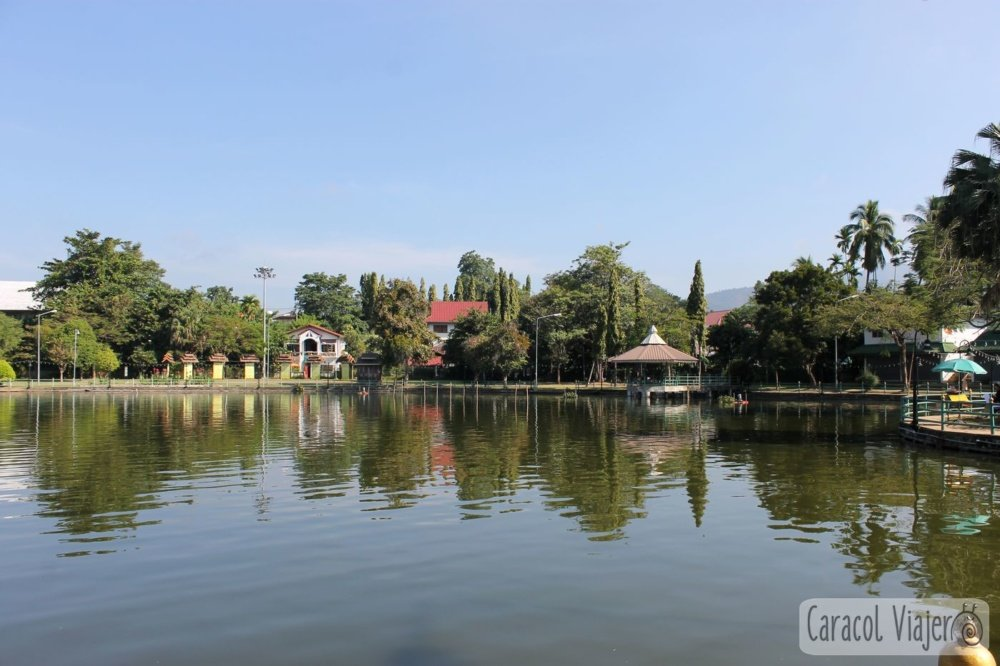 Parque y lago Jong Kham
