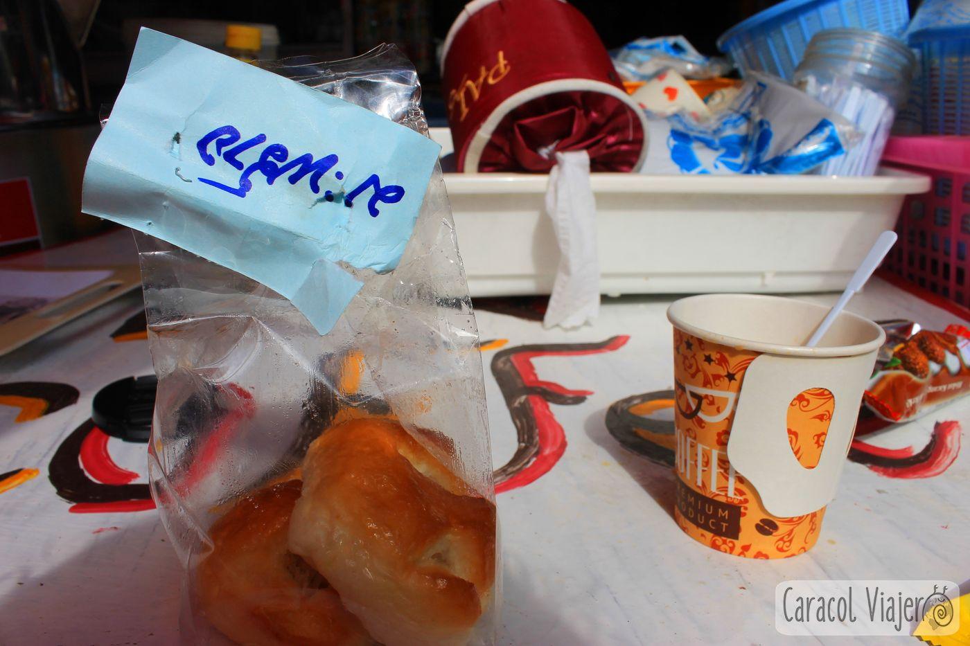 Bollo coco y café en Tailandia