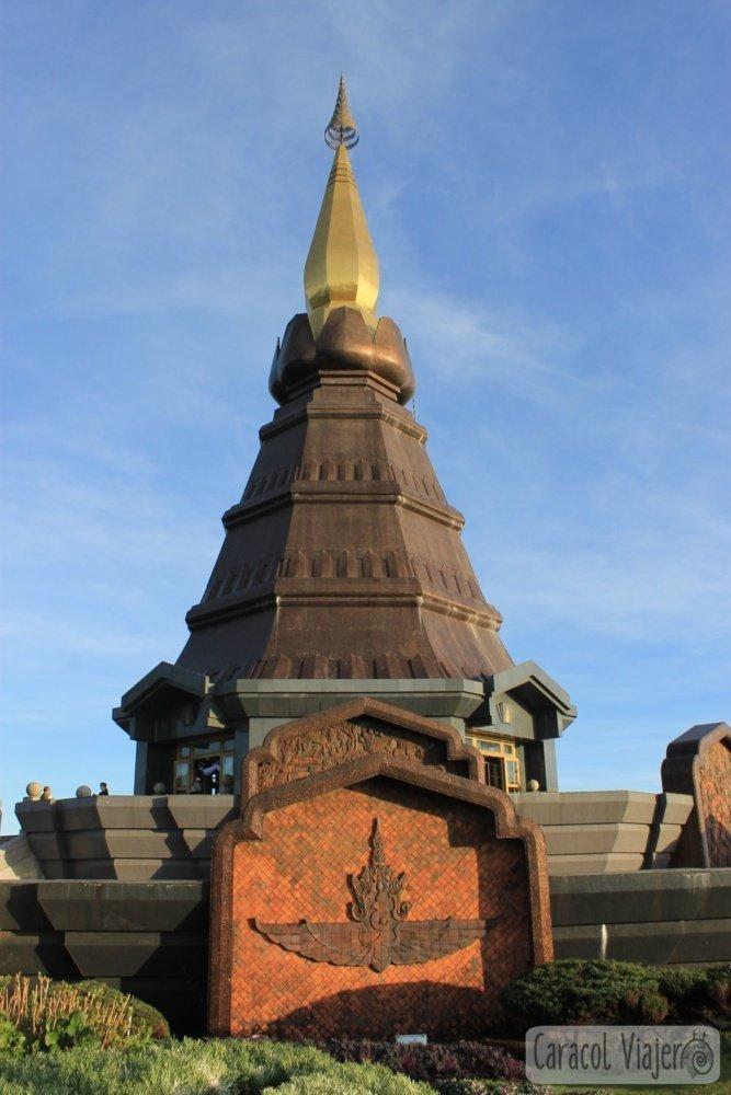 Excursión a Doi Inthanon - Pagoda Naphamethanidon Naphapholphumisiri exterior