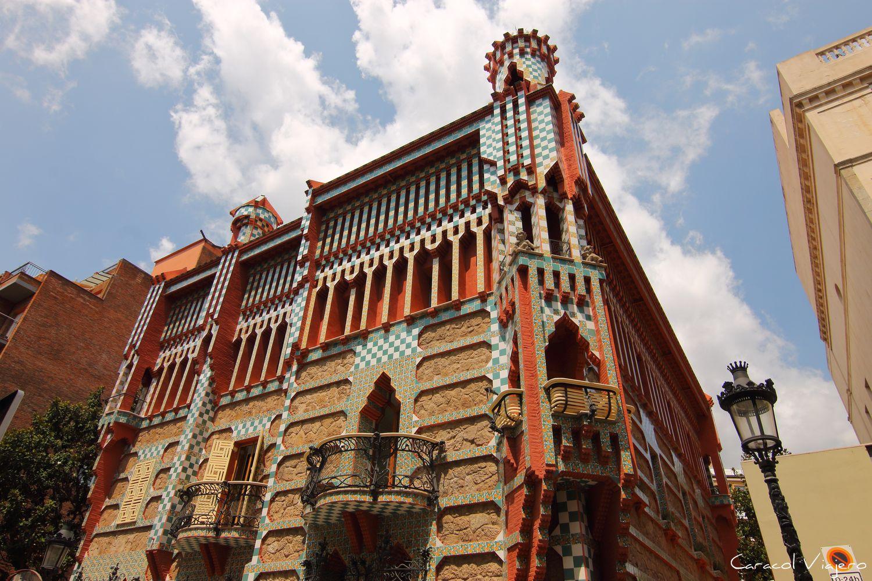Lugares imprescindibles que ver en España - Casa Vicens Exterior