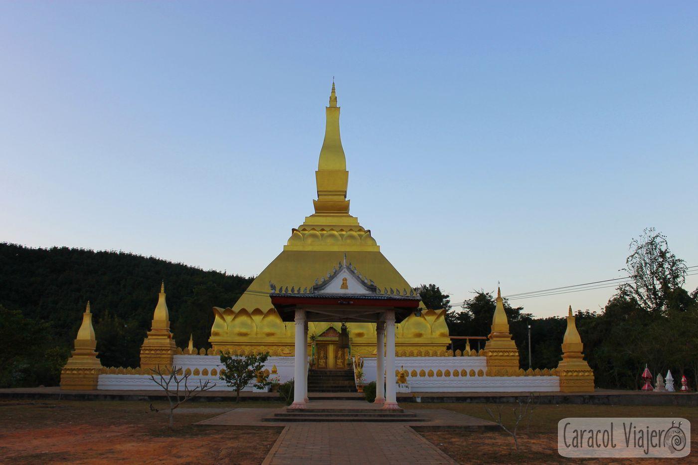 Templo y estupa dorada