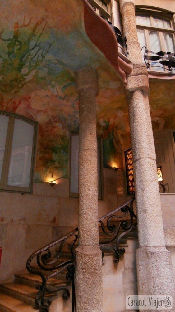 Interior columnas Casa Milà