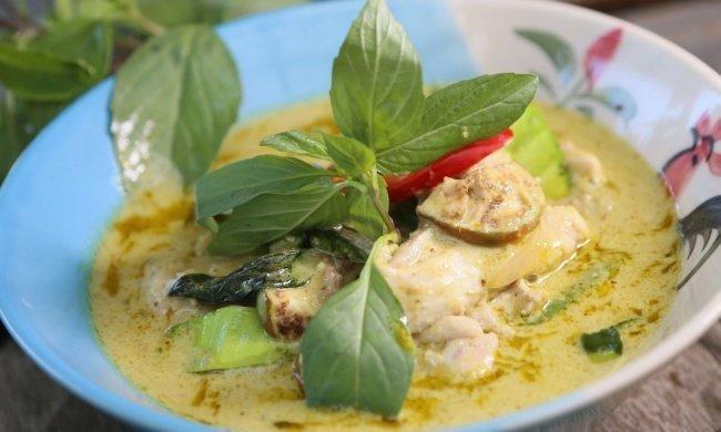 ¡Delicioso pollo con salsa de curry verde tailandesa!