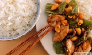 ¡El sabroso pollo Kung Pao chino!