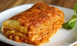 ¡Hoy comemos lasaña italiana a la boloñesa!