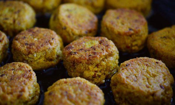 Falafel, las riquísimas albóndigas de garbanzos especiadas