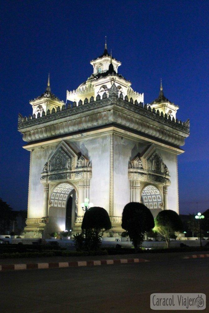 Arco del triunfo en Vientián, Laos