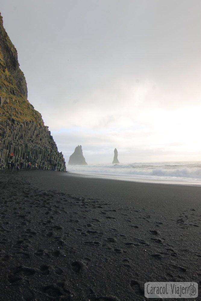 La playa de arena negra en Islandia