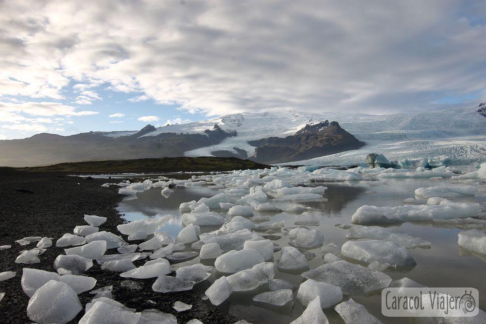 Glaciares y cuevas de hielo en Islandia