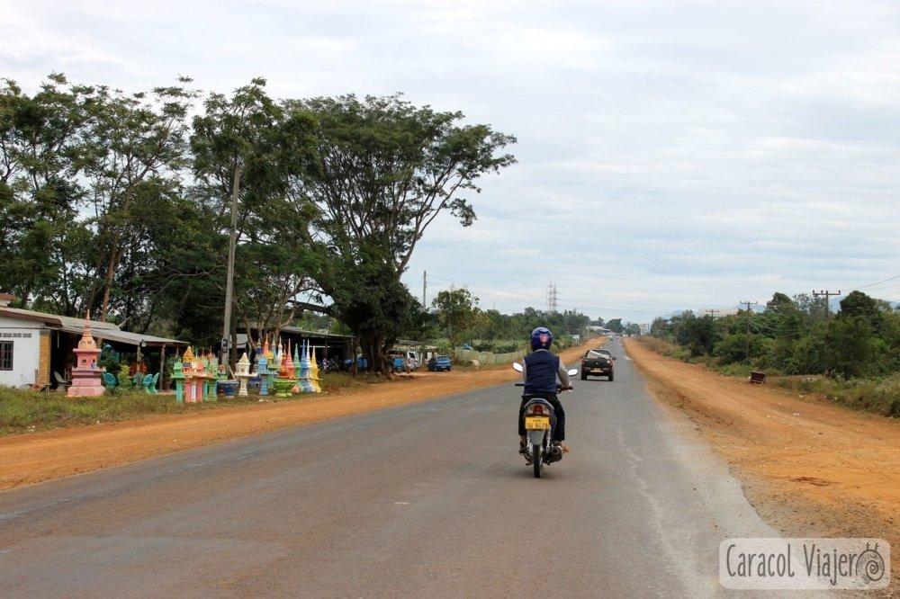Ruta en moto por la meseta Bolaven