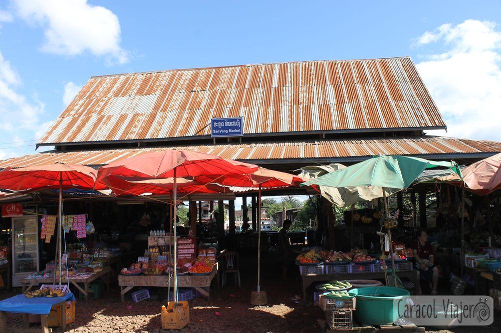 Bolaven Plateau mercado en Tad Lo