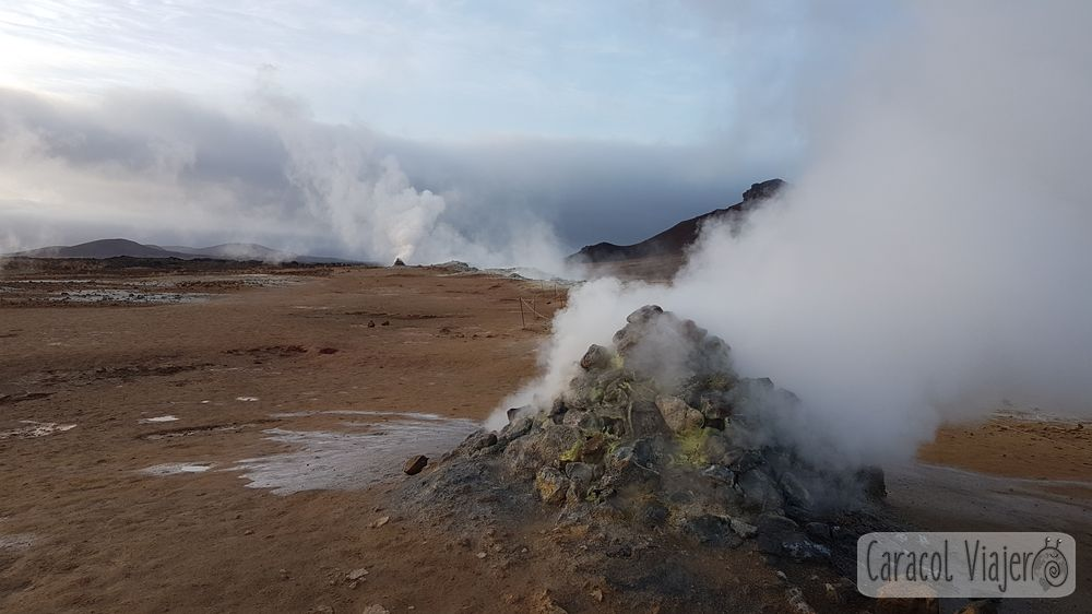 Hverir chimeneas volcánicas