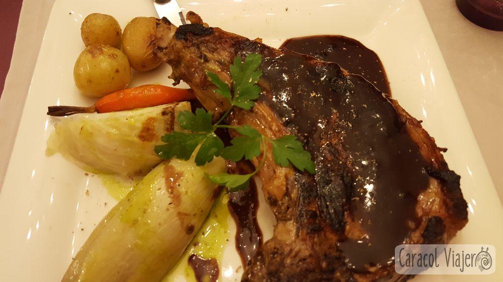 Chuleta de carne con salsa región Maury