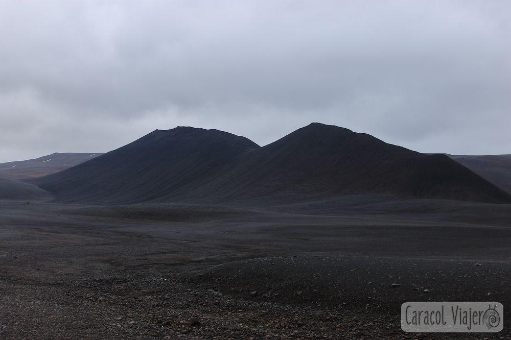 Islandia negra montañas y parajes